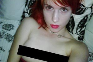 Paramore's Hayley Williams tweets nude pic of herself!