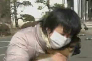 Japanese Woman reunited with her dog after Tsunami