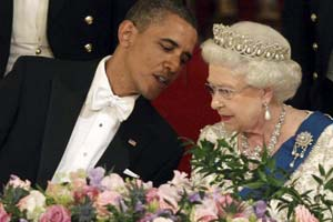 Obama embarrassed himself in front of the Queen – twice!