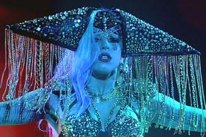 Gaga goes blue for Idol final