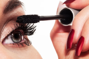 Applying mascara (the right way!)