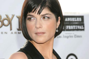 Pregnant Selma Blair escapes in car collsion