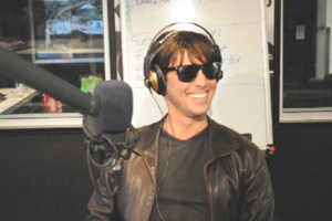 Tom Cruise visits Jay-Jay, Mike & Dom