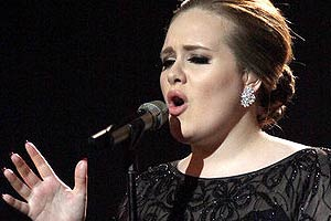 Adele resumes North American tour in Canada