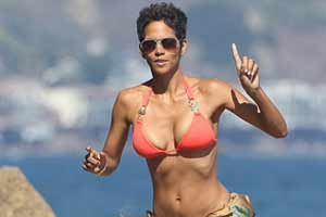 Halle Berry shows off her awesome body after turning 45!