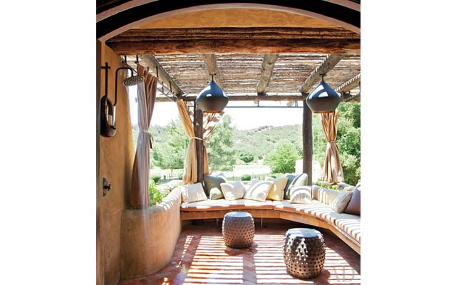 "Will Smith and Jada Pinkett showed off their home in the new issue of  ""Architectural Digest"", and it's amazing!"
