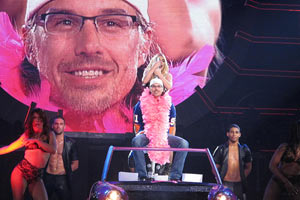 Britney Spears gives her boyfriend a lap dance onstage
