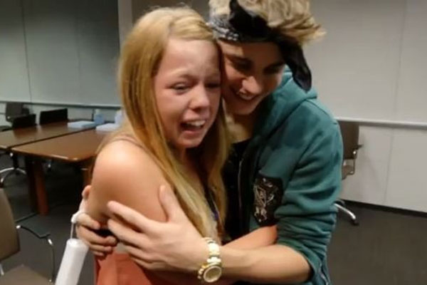 Justin Bieber pranks a group of fans