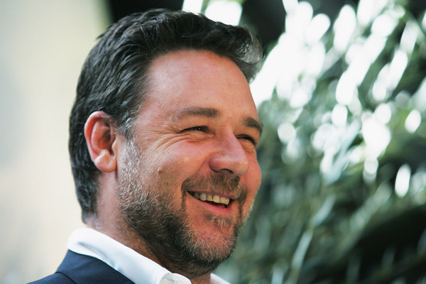 Russell Crowe raves about Hugh Jackman's new NY coffee house.
