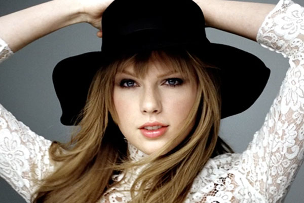 Taylor Swift on course for another million-selling album