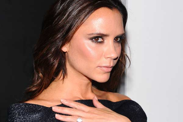 Victoria Beckham shunned a kiss from which popstar?