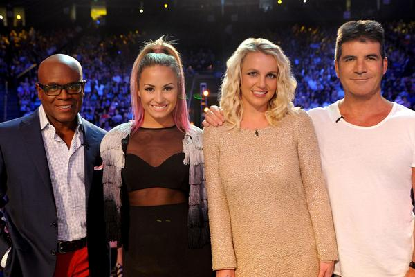 which celebs will The X Factor finalists sing with tonight?