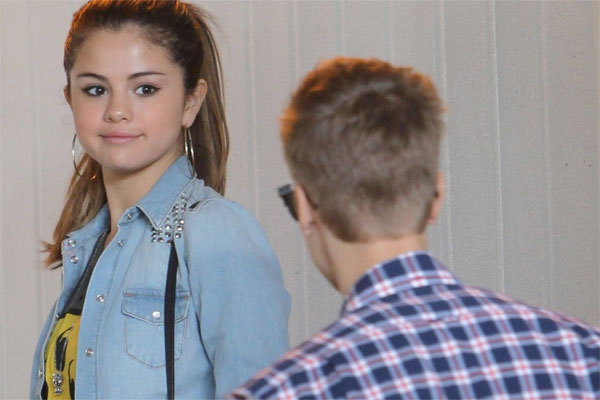 The Biebs and Selena seen kissing!
