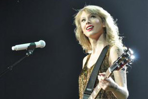 Taylor Swift & Hot Chelle Rae live in Auckland - see the photos