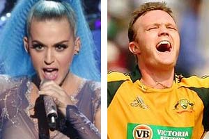 Aussie Cricketer gets a smooch from Katy Perry