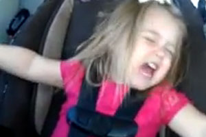 3-year-old rocks out to Carrie Underwood
