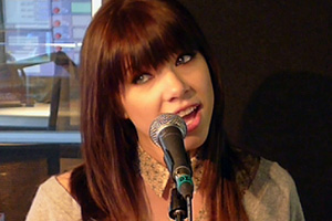 Carly Rae Jepsen 'Call Me Maybe' acoustic live at The Edge