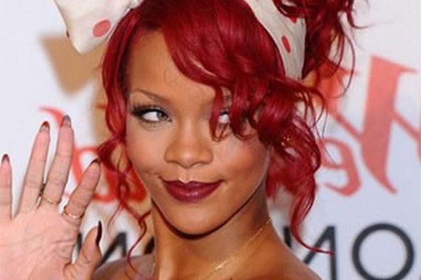 Rihanna gets caught in a hotel fire