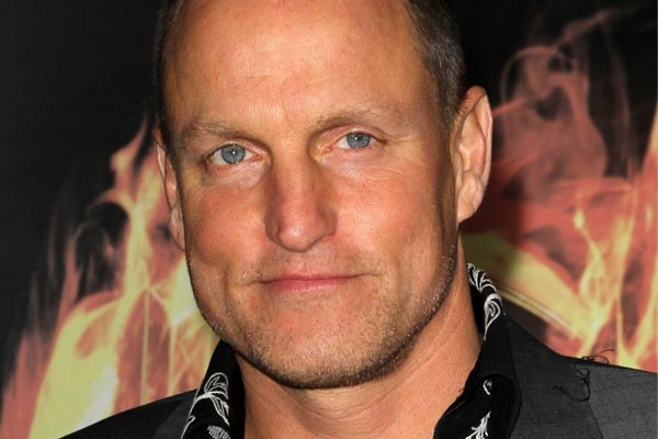 Woody Harrelson gives homeless guy money for weed