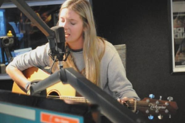 Jamie McDell performs 'Rewind' live in studio