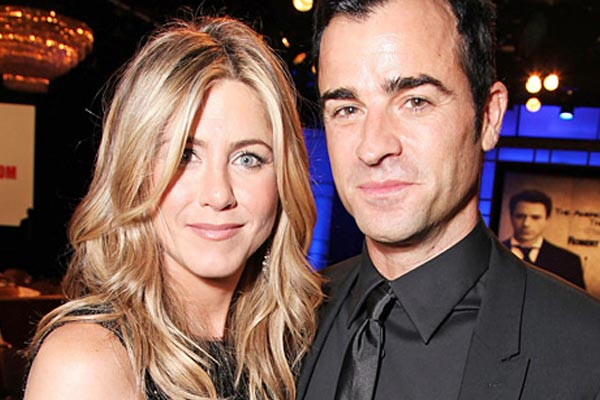 Jennifer Aniston & Justin Theroux engaged
