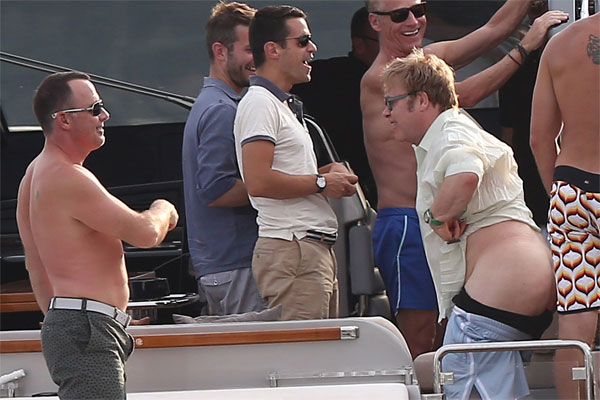 Elton John gets his bum out while on vacation