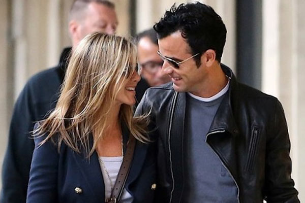 How did Jennifer Aniston react when her boyfriend proposed?