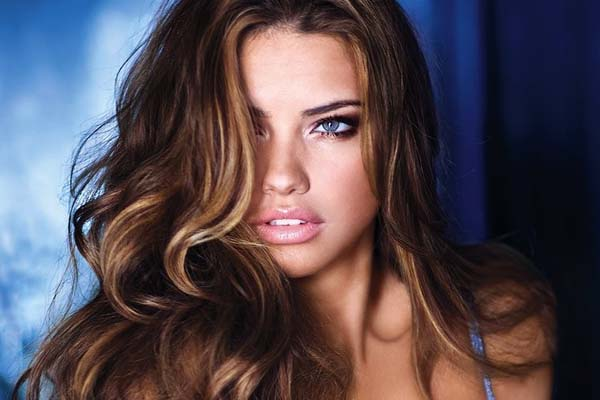 Adriana Lima is a mom