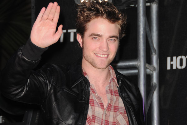 Who keeps leaking R-Patz phone number?