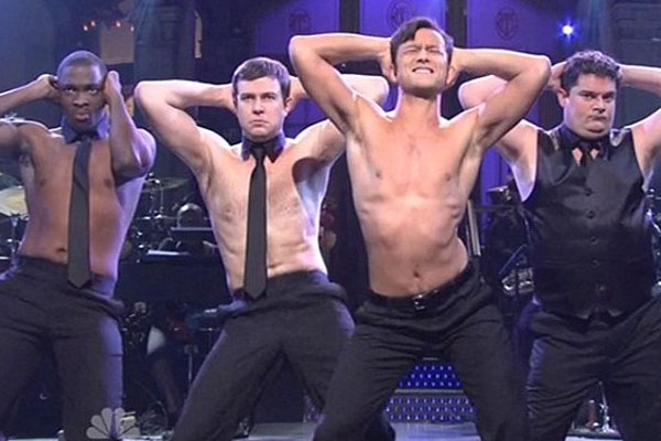 Joseph Gordon-Levitt strips in SNL's Magic Mike sketch