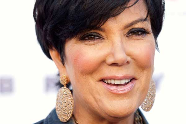 Kris Jenner tries to use who she is to score a new iphone