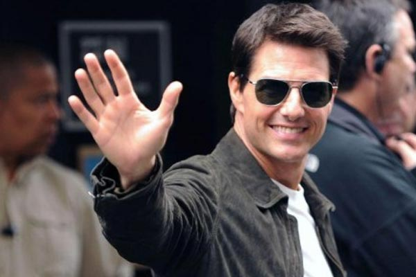 Tom Cruise gets handed an honourary what.?