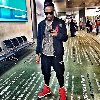 """Beastin N New Zealand!!! #Accustomed2Customs #JetSetter #TrendSetter #FckEmWeBll !!!"" - B.o.B"