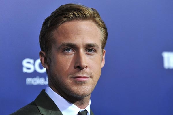 Nawwwwww! Ryan Gosling loves to knit!