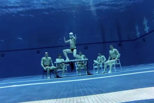 Is this the ultimate Harlem Shake vid? Underwater!