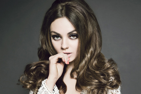 Mila Kunis blasts journalist over Ashton question
