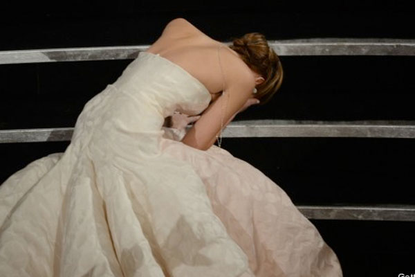 Jennifer Lawrence falls over while going to accept her Oscar