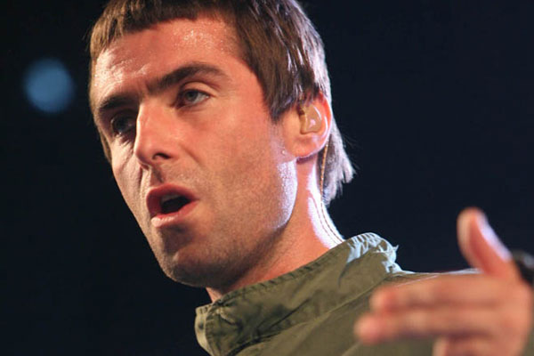Oasis singer kicked out of pub