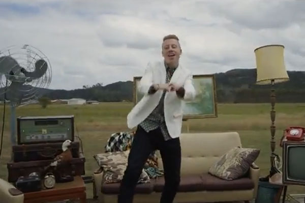 Macklemore &amp; Ryan Lewis 'Can't Hold Us' featuring NZ!