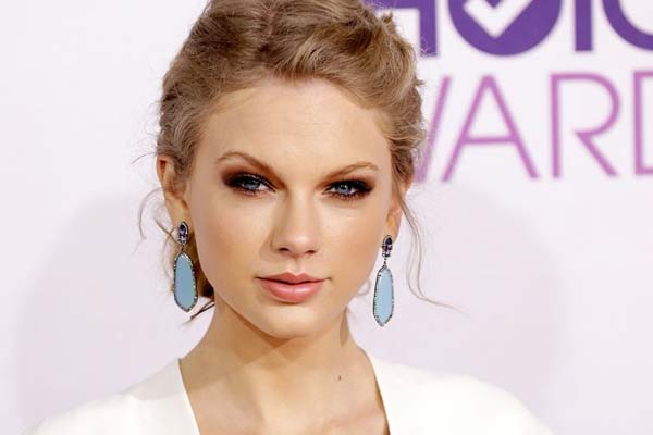 Taylor Swift buys $17m home... and pays in cash