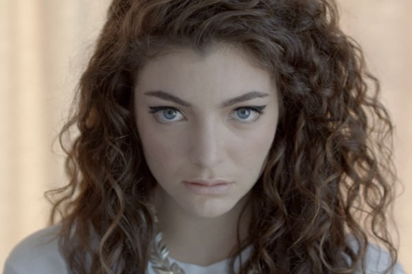 Lorde releases video for 'Royals'
