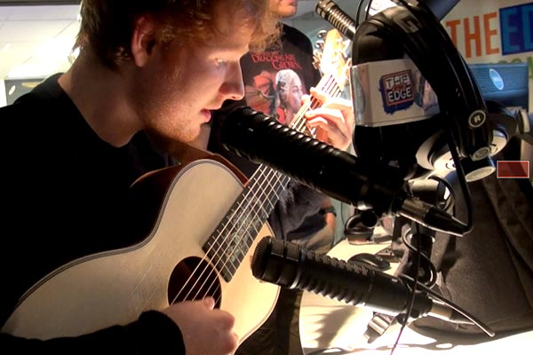 Ed Sheeran covers Lorde's Royals at The Edge