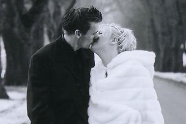 Happy 10 year wedding anniversary Jay-Jay & Dom! See the beautiful winter wedding pics