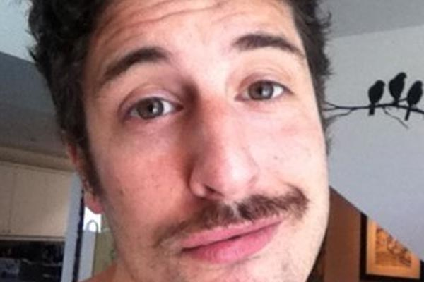 Jason Biggs makes a terrible Malaysian Airlines joke