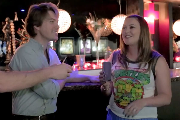Sharyn sings 'MMMBop' with Taylor from Hanson