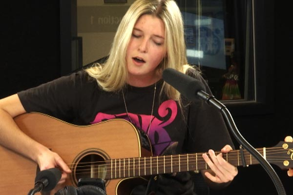 Jamie McDell covers Nico and Vinz's song 'Am I Wrong' live and acoustic on The Edge