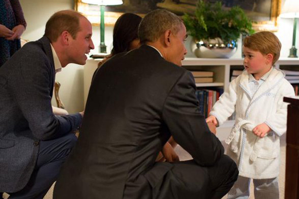 Prince George meeting the Obamas in a dressing gown is the cutest thing ever