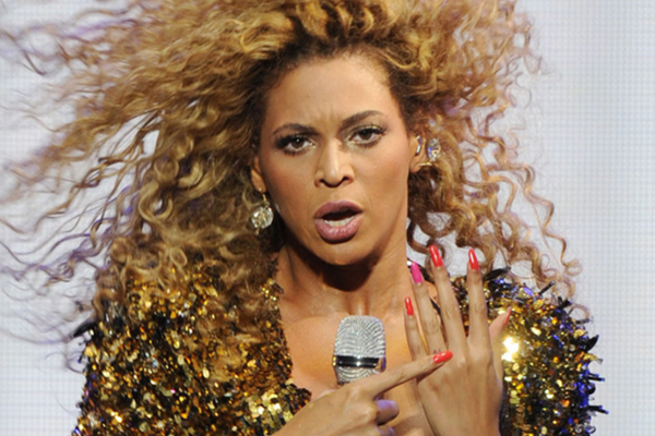Here's proof that the rumours about Beyonce DITCHING her wedding ring are bullsh*t