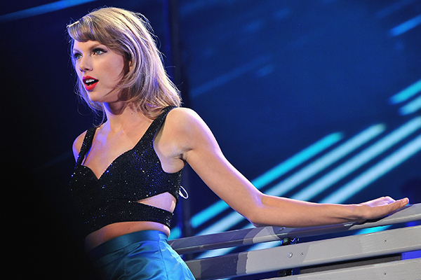 WATCH: Taylor Swift JUST released her 'New Romantics' music video