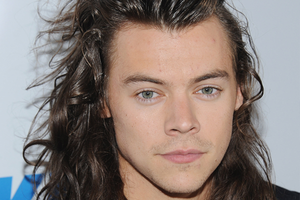 Get ready to FREAK OUT over new pics of Harry Styles on the set of his new movie!